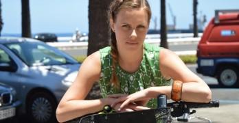 Klara Scheurenbrand investigando el carril bici de Las Palmas de Gran Canaria