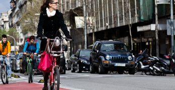 Chica-bici-ciudad