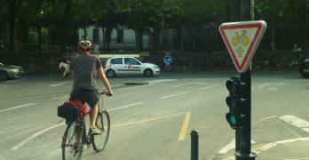 En Bruselas, todos los semáforos en rojo serán ceda el paso para las bicis