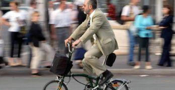 Ve en bici al trabajo: los beneficios para la salud son asombrosos (EL PAÍS)