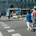 ConBici y Valencia en Bici exigen la retirada de un anuncio de coches que incita a la conducción peligrosa