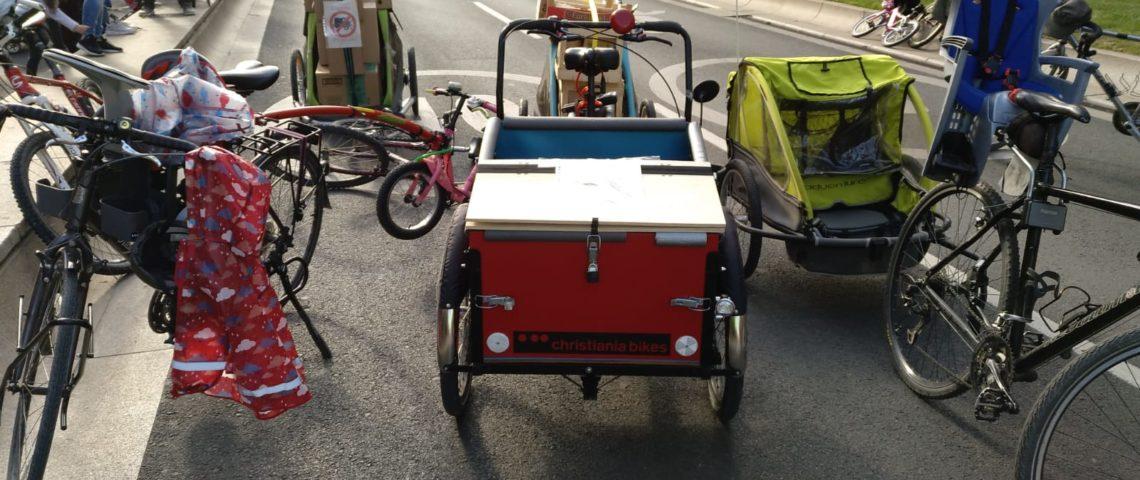 Logroño en Bici se manifiesta a favor de los remolques de niños