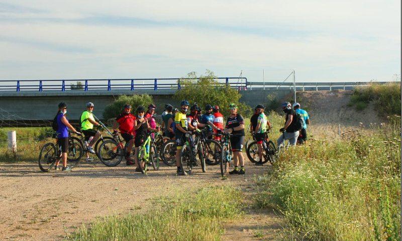 Ciclistas, ecologistas y senderistas se quejan ante el corte del Corredor Verde de Sevilla
